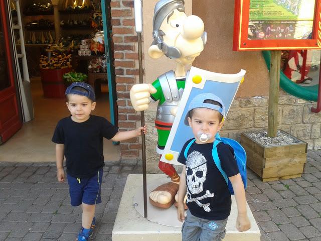 Une journée au Parc Astérix avec mes enfants de 3 ans